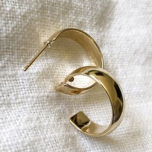 NWOT Thick gold hoops